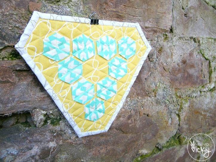 mini triangle hexi quilt . veni vidi vicky 02