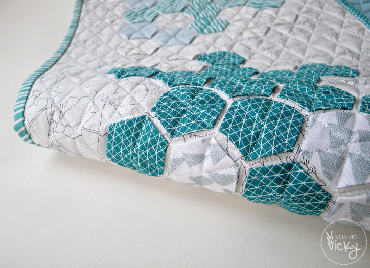 'Ice Needles' hexagon table runner | veni vidi vicky