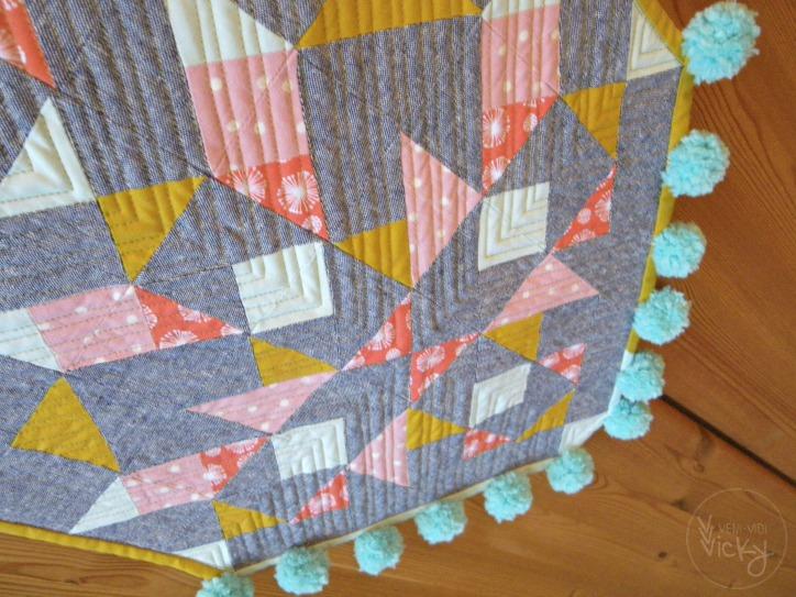modern quilt crest | veni vidi vicky