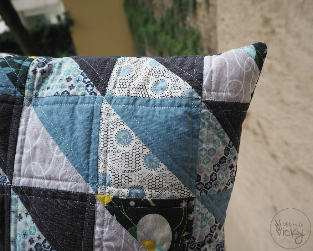 blue & grey HST pillow | veni vidi vicky